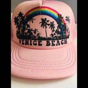 Cute Venice beach trucker style hat 😍pink